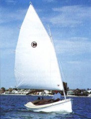 Com-Pac Picnic Cat Sailboat