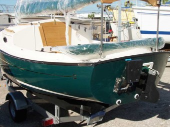 Com-Pac Sun Cat with Green Hull - Photo of Com-Pac Sun Cat sail boat