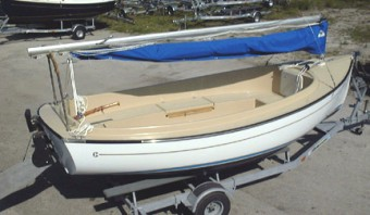 Compac Suncat Daysailer on trailer - Photo of Com-Pac Sun Cat Daysailer sail boat