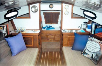 Com-Pac Horizon Cat Diesel cabin - Photo of Com-Pac Horizon Cat Diesel sail boat