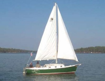 Com-Pac 23 with optional green hull - Photo of Com-Pac 23/4 sail boat