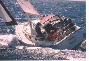Com-Pac 27 Under Sail - Photo of Com-Pac 27/3 sail boat