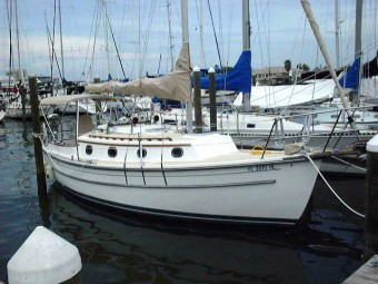 Com-Pac 27 At Dock, ss portlights - Photo of Com-Pac 27/3 sail boat